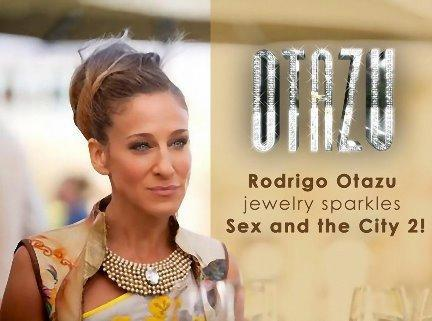 Кэрри в ожерелье от Rodrigo Otazu.